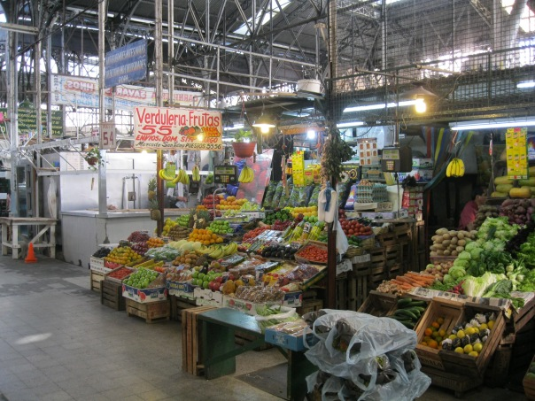 The covered market sells more flea-market items, old clothes, etc. There are also a few fresh fruit stalls in the center.