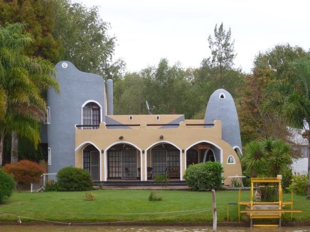 This is an example of an unique house in Tigre. I'm not quite sure what to call that architectural style, but you won't miss it!